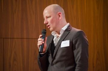 """Oliver Decker, Universität Leipzig, stellt die Ergebnisse der Diskussionsgruppe I vor: """"Einstellungen"""": Warum sind Menschen islamfeindlich eingestellt"""