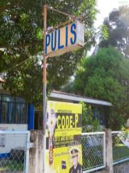 Polizei heißt Pulis :)