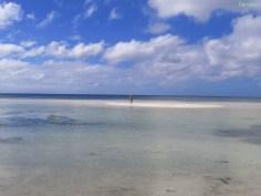 und der Strand vor unserem Hostel