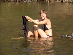 Die dreckigen Sachen haben wir direkt im Fluss gewaschen.