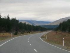 Nebelberge auf dem Weg zum Mt. Cook.