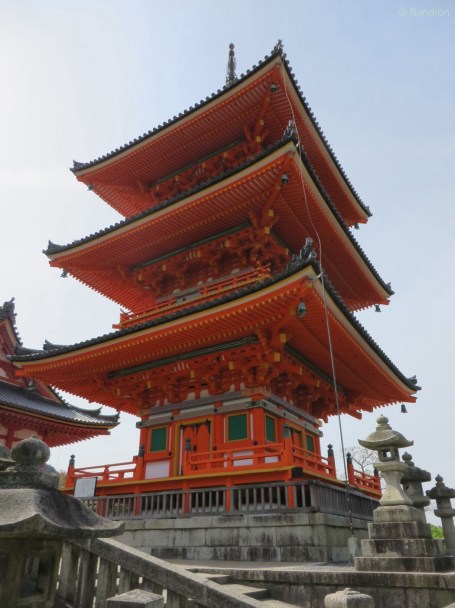 Am Eingang zum Kiyomizu-dera Tempel.