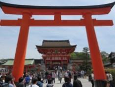Auf zum Shinto-Schrein Fushimi Inari-Taisha