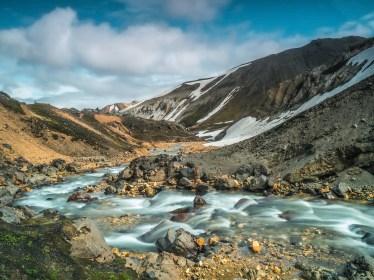 Landmannalaugar - Fluss rundum den Berg Blahnukur