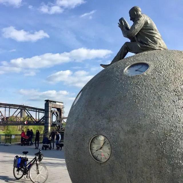 Kunstwerk Zeit im Fluss Magdeburg