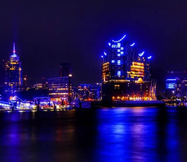 Hamburg-Elbphilharmonie-Blue-Port-nachts - 1