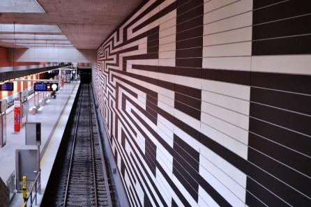 Fototour entlang der Münchner U3: Wand in Oberwiesenfeld
