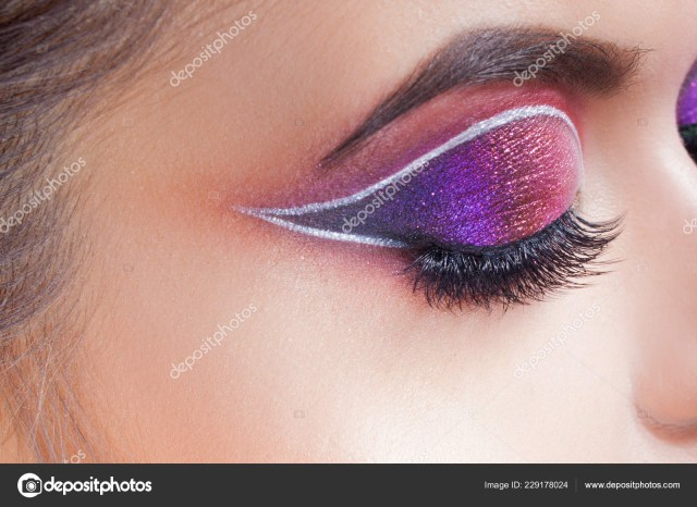 Amazing Eye Makeup Amazing Bright Eye Makeup Eye Shadow With A Purple Tint And An
