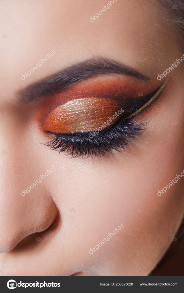 Amazing Eye Makeup Amazing Bright Eye Makeup With A Spectacular Arrow Brown And Gold