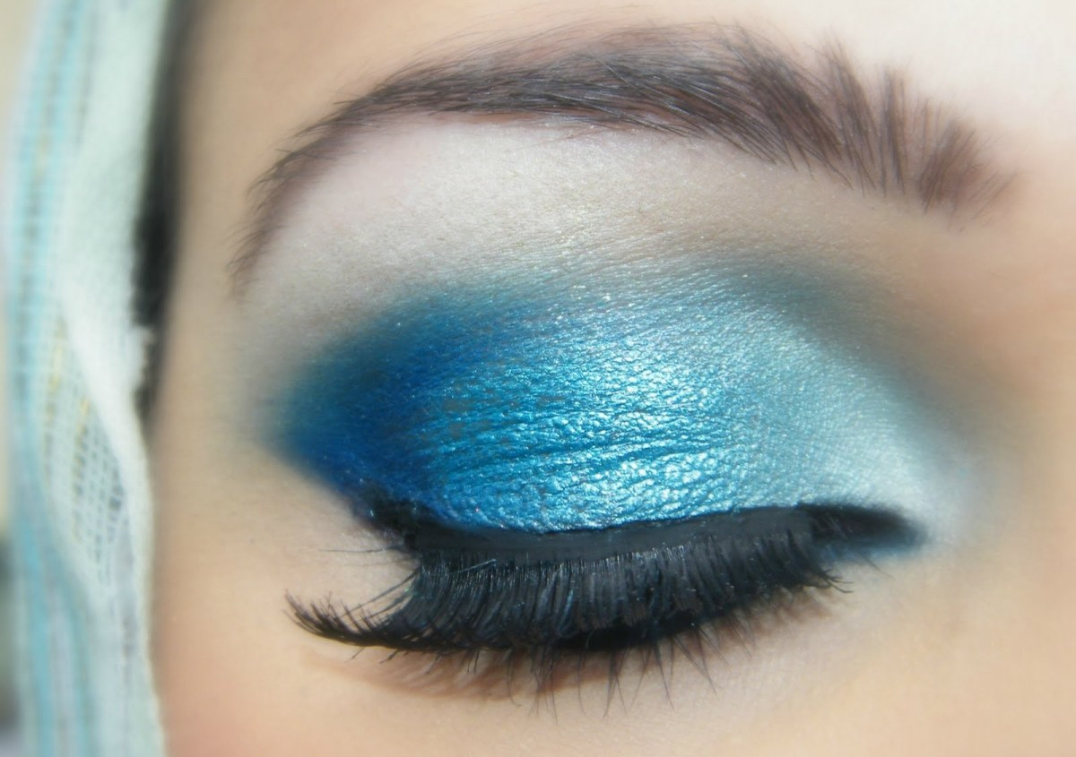 Best Way To Do Makeup For Blue Eyes Blue Eyes Makeup Tutorial With Rose Colored Lipstick