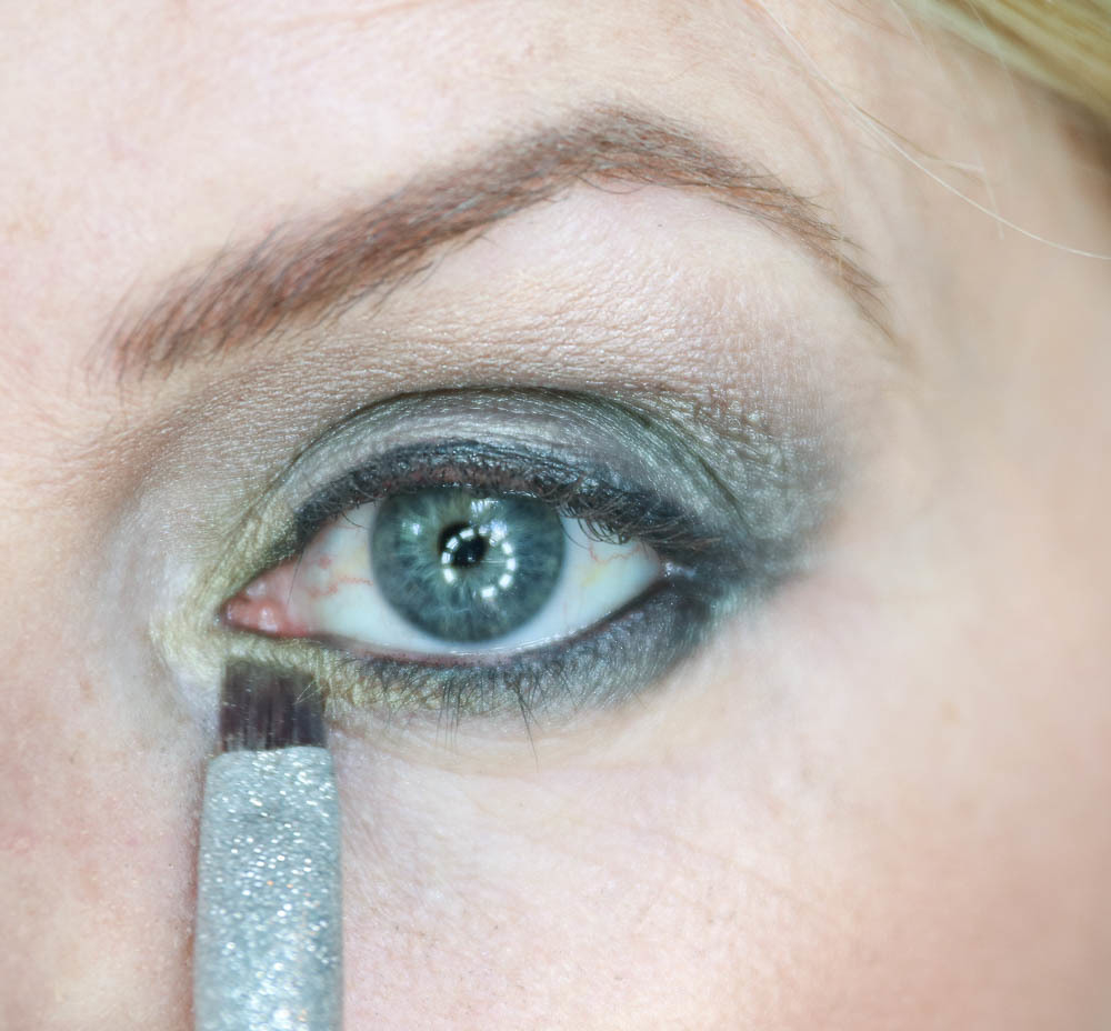 Gold Makeup For Green Eyes Beauty Tips Makeup Tutorial Green Eyeshadow Beauty Over 40