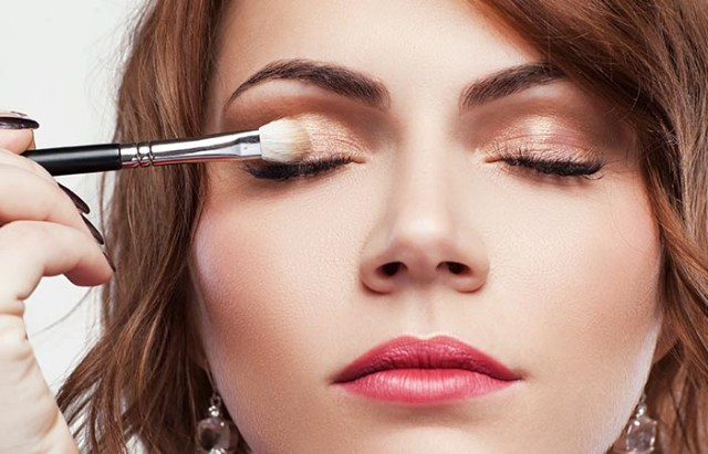 How To Put Eye Makeup On Small Eyes 11 Magical Makeup Tricks That Make Your Small Eyes Look Bigger