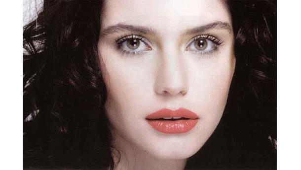 Turkish Eye Makeup Beren Saat Hairstyles And Makeup Hairstyles And Fashion