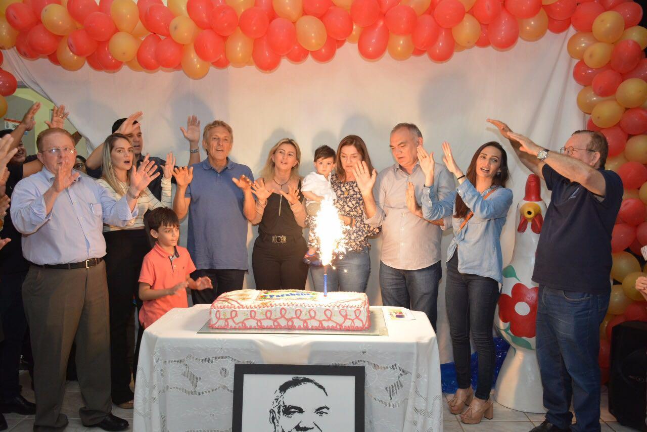 Prefeito Paulinho comemora aniversário com servidores municipais