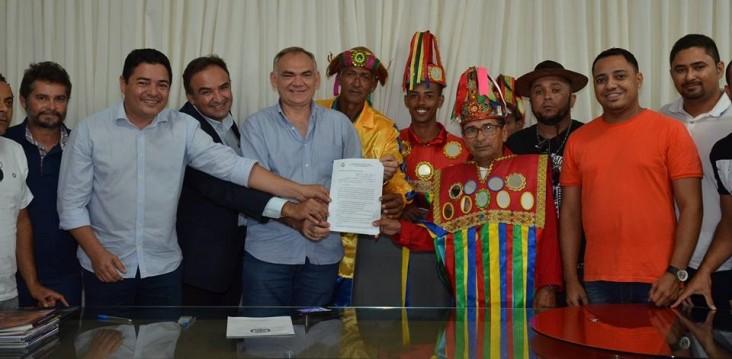 Prefeito Paulinho parabeniza artistas no Dia do Folclore