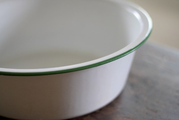 antique-enamel-bowl-close-up