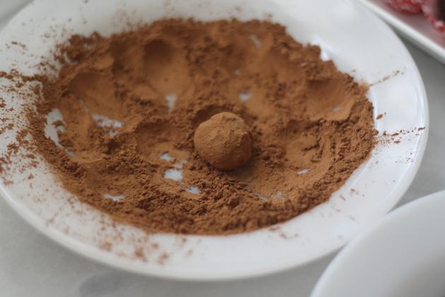 balsamic-chocolate-truffle-in-cocoa
