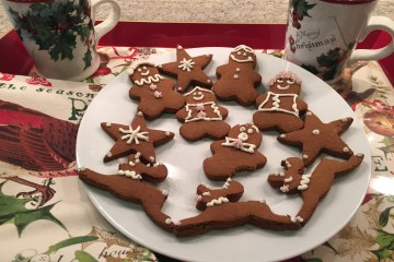A plate of decorated gingerbread men and reindeer