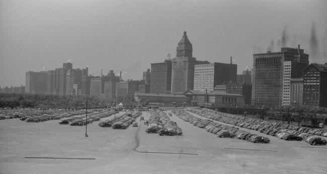 Via http://blog.hemmings.com/index.php/2014/03/31/chicago-1941-2/