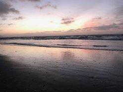 Glänzender Strand in der Abendsonne Neuseelands, Nordinsel