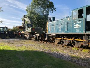 Digger arrives on works train in Leyburn from Redmire