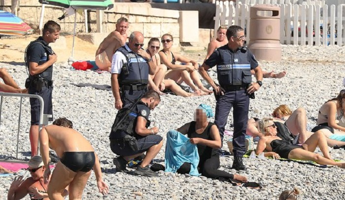 Frech olice force woman to remove burkini