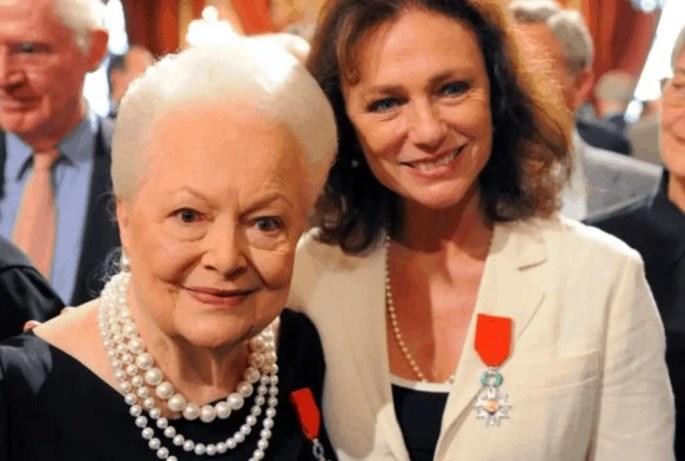 Jacqueline Bisset and Olivia de Havilland (Philippe Wojazer / Reuters)
