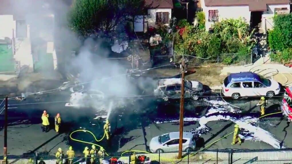 Pilot dies in a plane crash in the middle of Los Angeles neighborhood