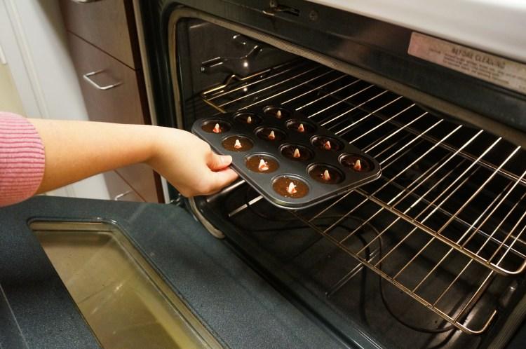 bake-peppermint-brownies