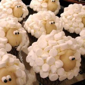 Adorable-sheep-cupcakes