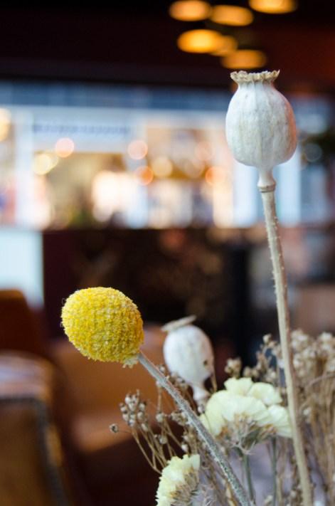 Hotspot Lewis Book Café detail bloemen 2