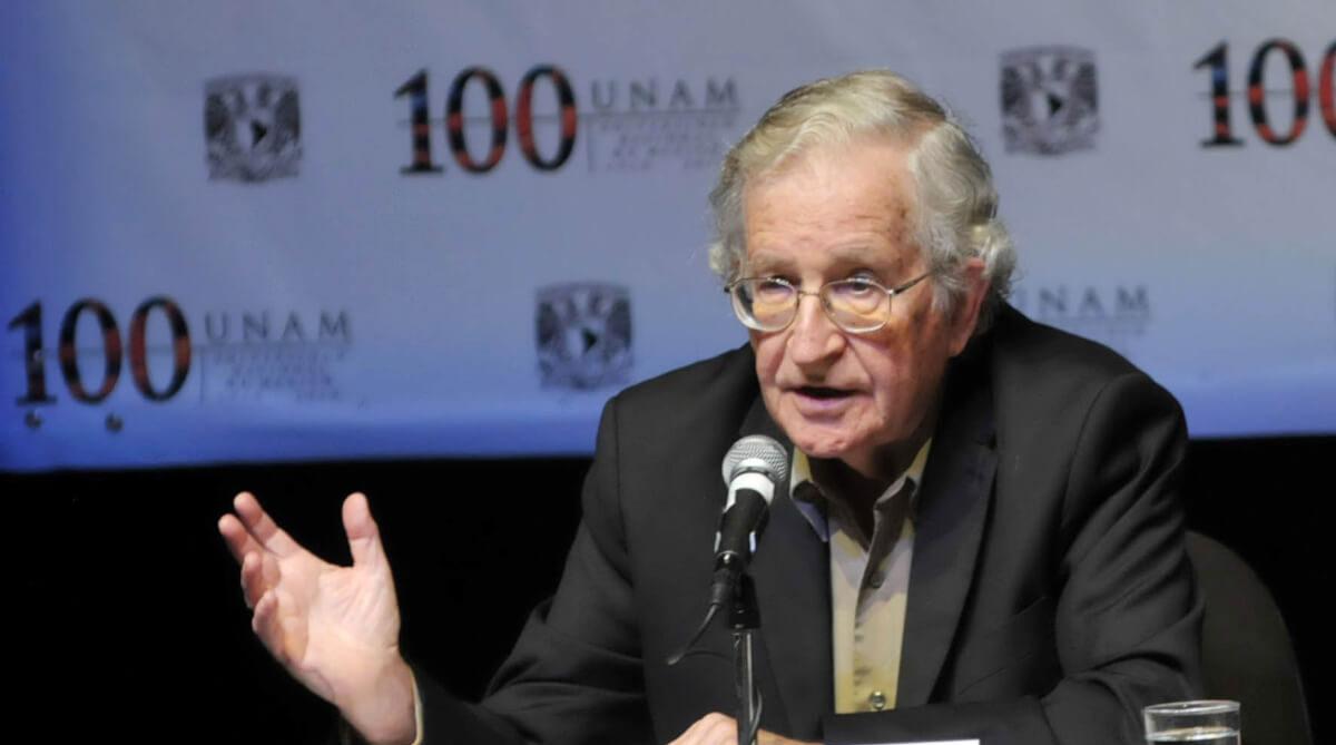 El capitalismo no toma en cuenta el bien común, dice Chomsky en la UNAM