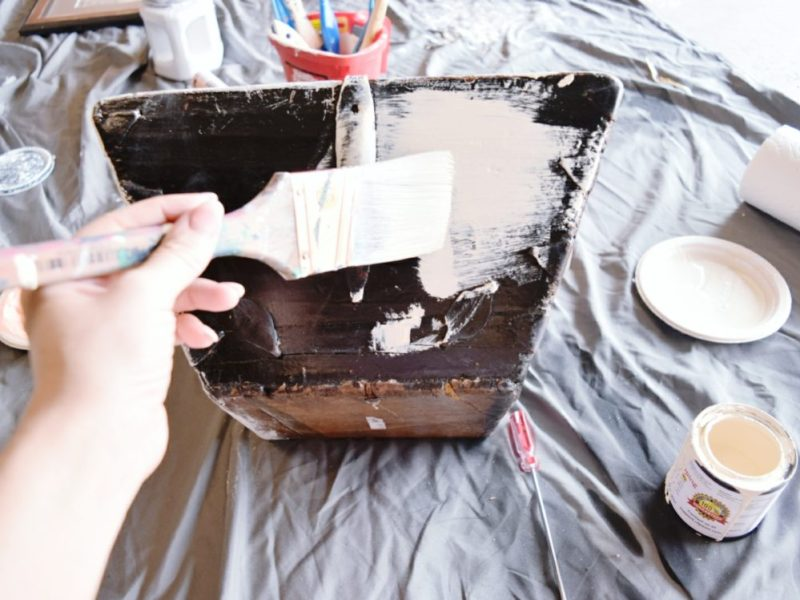 DIY how to chalk paint wood basket