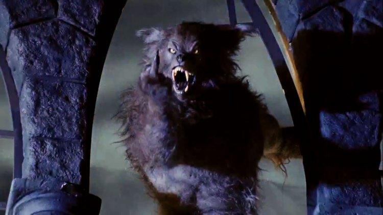 """Former Dimension exec confirms that the original cut of Wes Craven's """"Cursed"""" exists & should be seen featured image"""