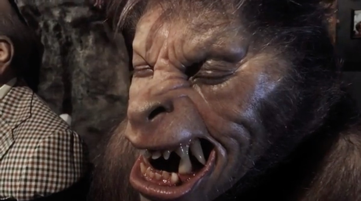 "Rick Baker shows off ""American Werewolf"" head sculpts & behinds the scenes info featured image"