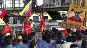 Steel workers attend a meeting at the Ternium Sidor plant in Puerto Ordaz April 9, 2008. Venezuela vowed on Wednesday to nationalize the OPEC country's largest steelmaker, Ternium Sidor, extending President Hugo Chavez's wave of state takeovers meant to create a socialist state. REUTERS/William Urdaneta (VENEZUELA) VENEZUELA- NATIONALIZATION/SIDOR