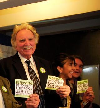Chile - Dr. Edgardo Condeza en el lanzamiento del Plebiscito NO + AFP