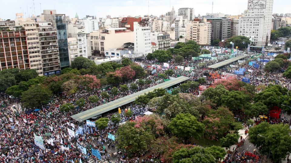 Argentina -  Una multitud contra el ajuste