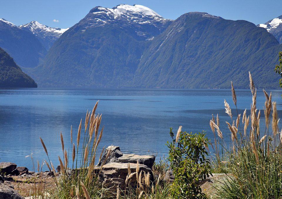 Chile - Piscicuturas salmoneras ahora atacan lago Yelcho en Chaiten