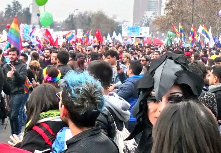 Chile - Marcha por el Orgullo Gay reúne a miles de personas en Santiago