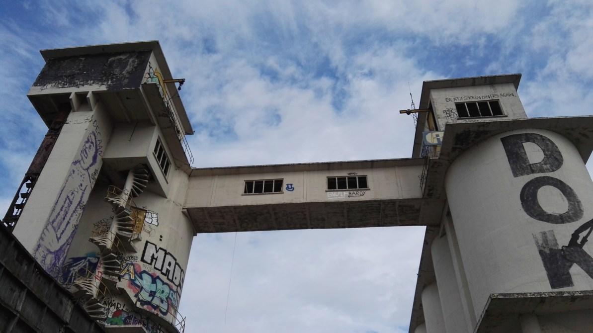 Gent, Oude-Dokken. Oude betoncentrale wacht op herbestemming