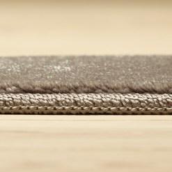 sølvfarvet tæppe med kant fra WeRug