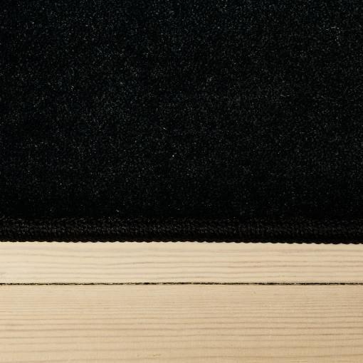 sortfarvet tæppe med kant fra WeRug