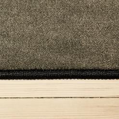 cementfarvet tæppe med kant