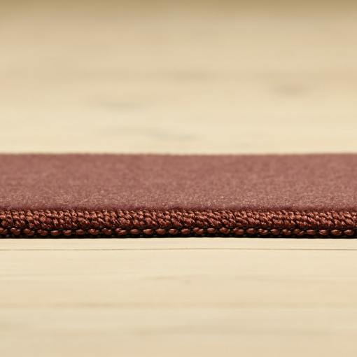 rødt tæppe med kant