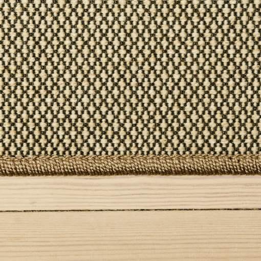 lys beige tæppe med mønster og kant