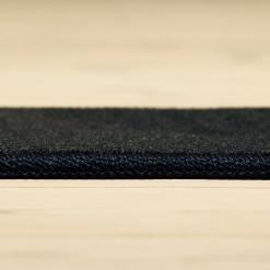 mørkeblåt tæppe med kant fra WeRug
