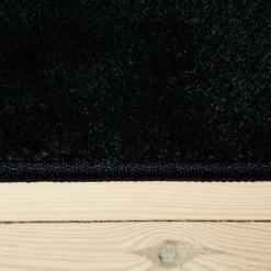 mørkeblåt tæppe fra WeRug med kant
