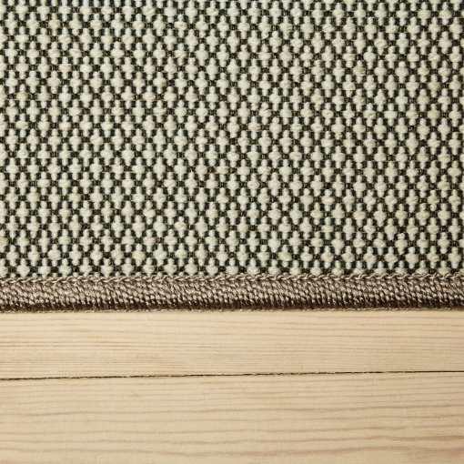 sølvfarvet tæppe med mønster og kant fra WeRug