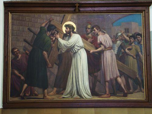 De tweede statie: Het kruis opnemen